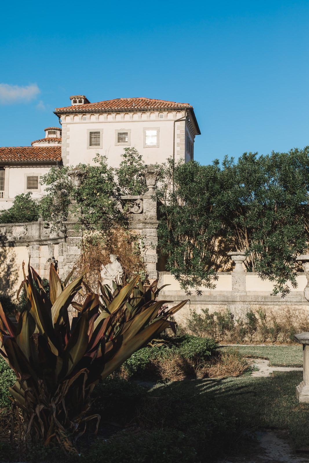 lux engagement photos vizcaya gardens